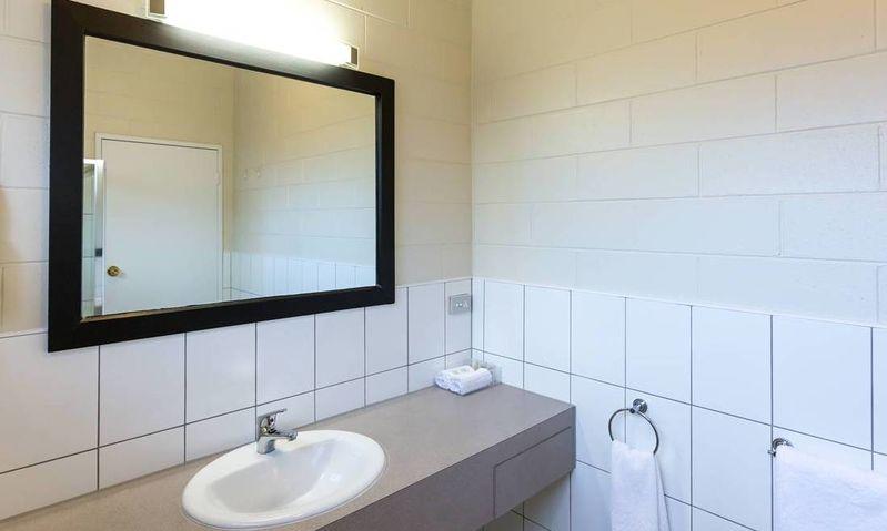 Executive Queen Hotel Room - Sale - Bathroom