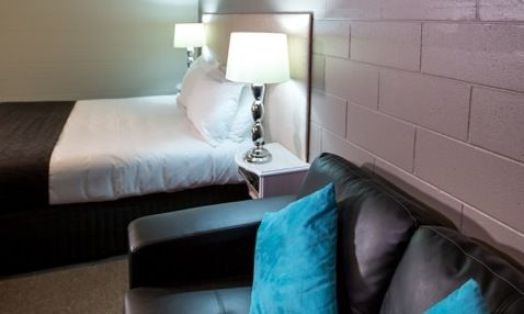 Queen Hotel Room - Sale - Lounge