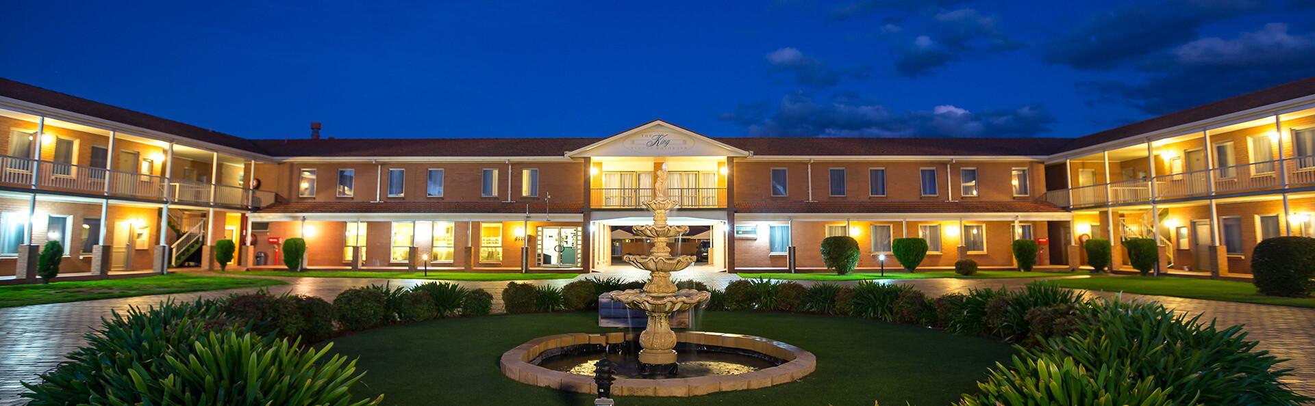 Comfort Inn King Avenue & Suites Motel Night